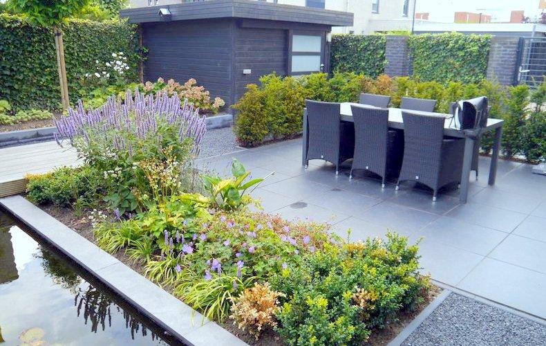 moderne tuinen planten halve parasol